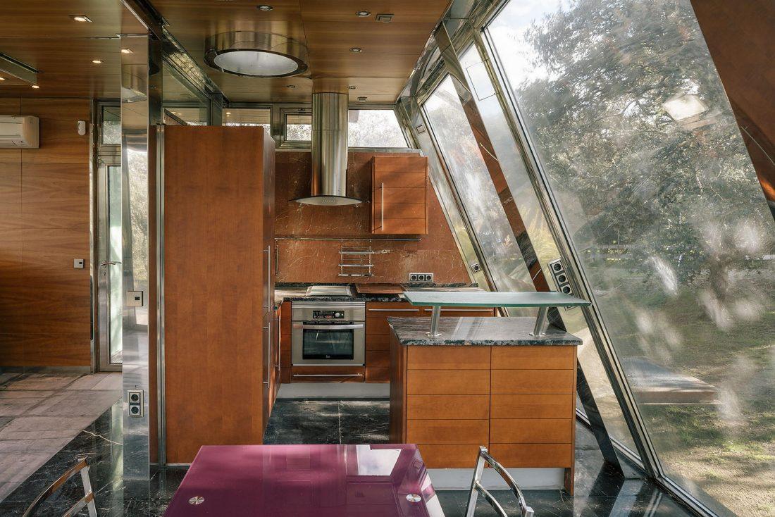 Стеклянный дом в лесу по проекту студии PENELAS ARCHITECTS 10