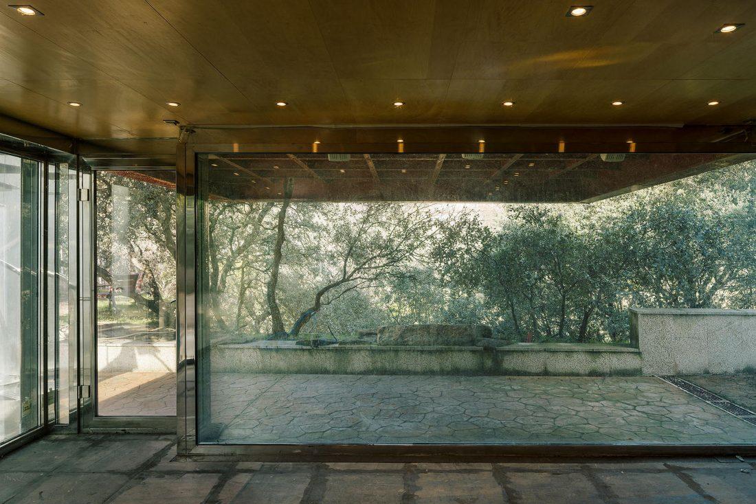 Стеклянный дом в лесу по проекту студии PENELAS ARCHITECTS 3