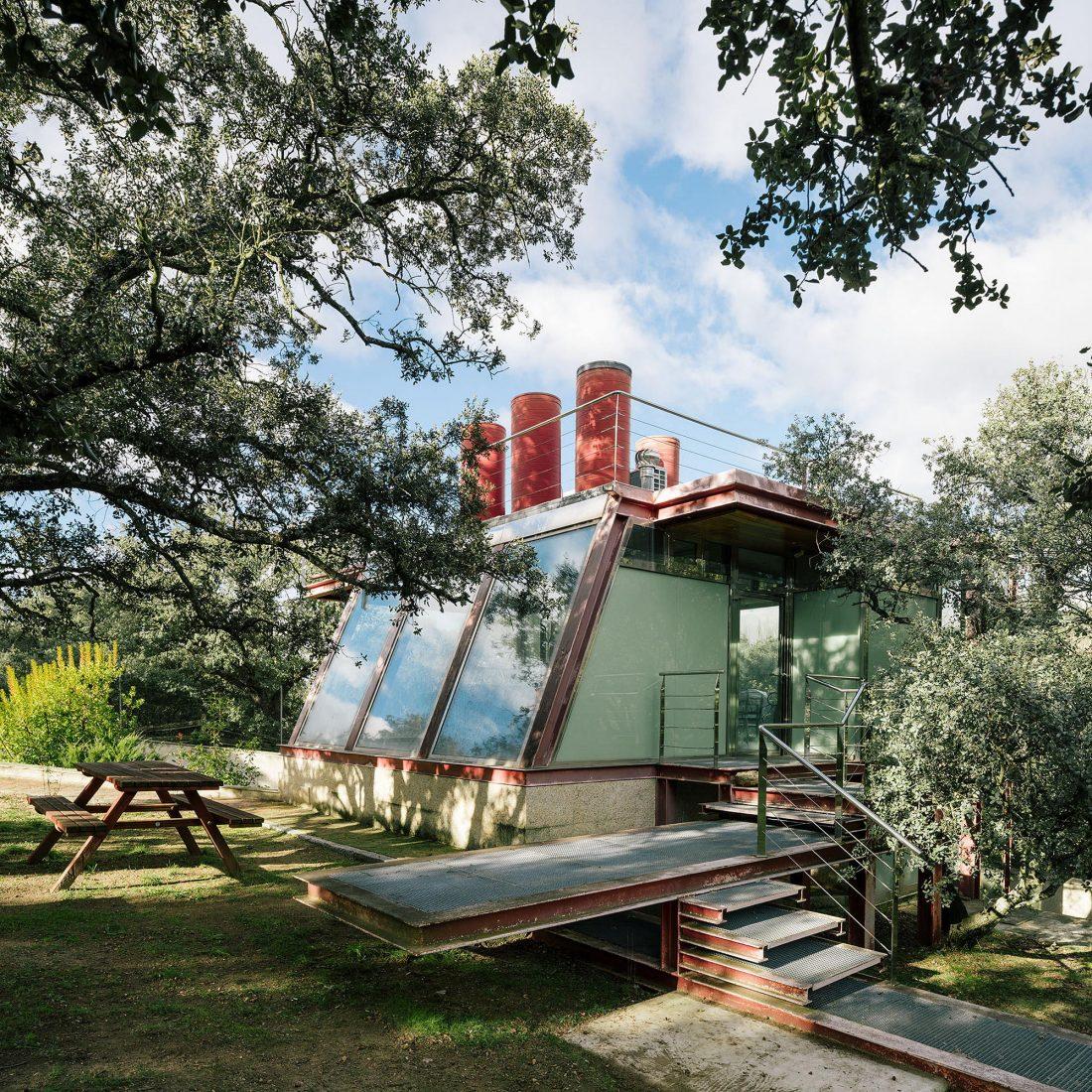 Стеклянный дом в лесу по проекту студии PENELAS ARCHITECTS 7