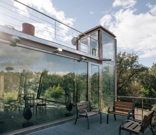 Стеклянный дом в лесу по проекту студии PENELAS ARCHITECTS 8