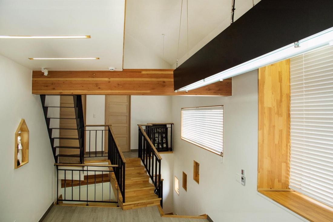 Яркий и компактный дом от студии KDDH 8