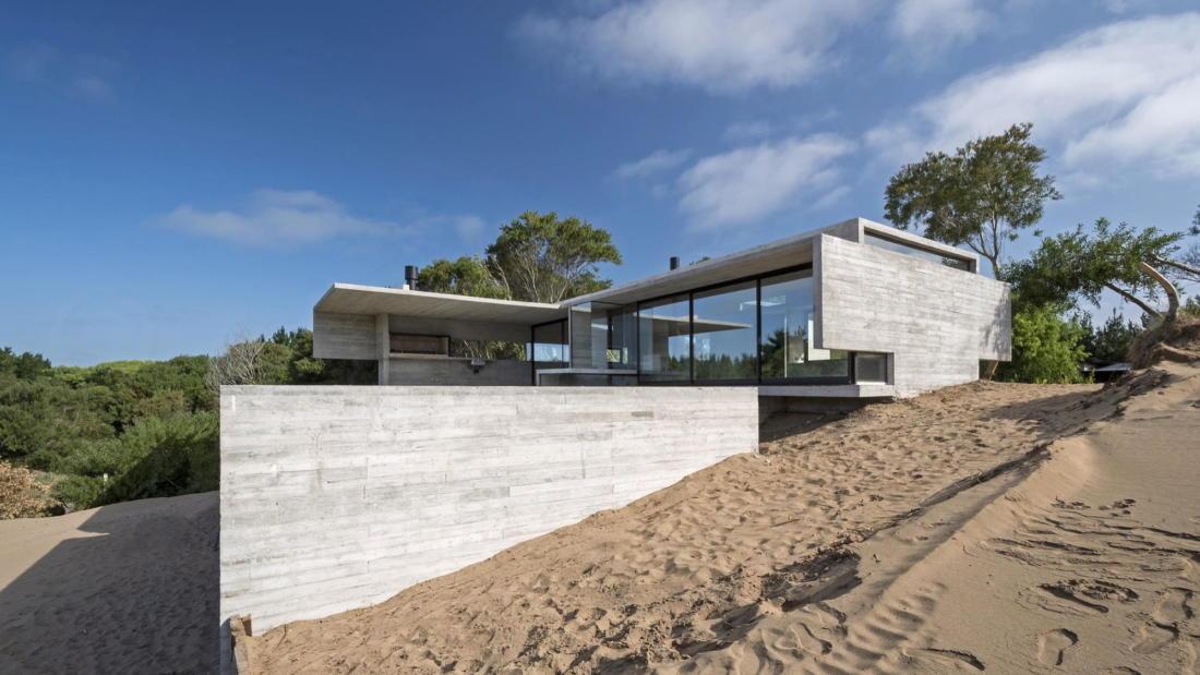 Дом в дюнах Аргентины от ателье Luciano Kruk 13