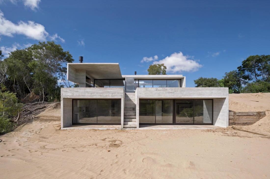 Дом в дюнах Аргентины от ателье Luciano Kruk 2