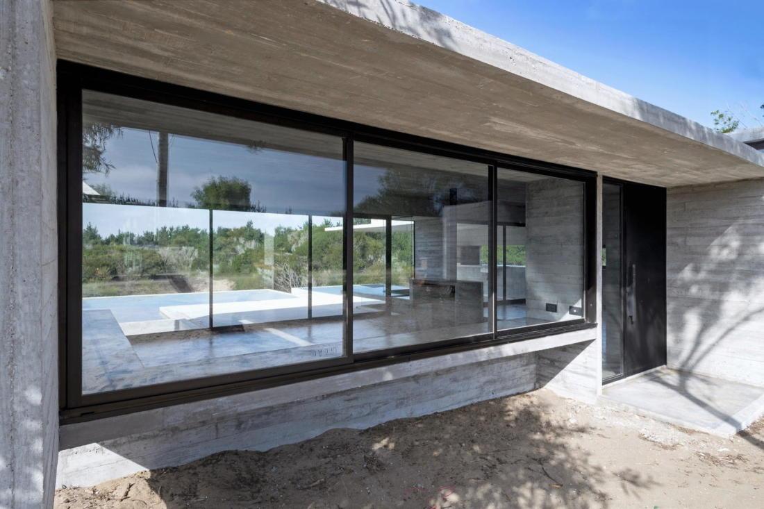 Дом в дюнах Аргентины от ателье Luciano Kruk 8