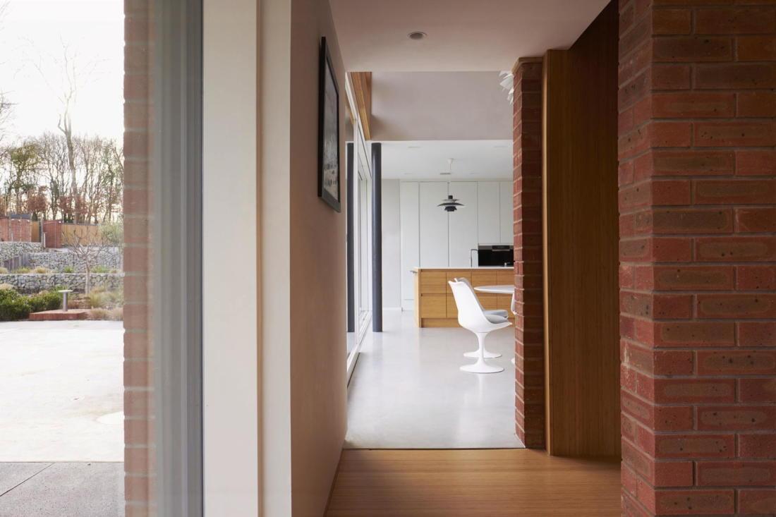 Кирпичный дом в США по проекту студии Ника Уиллсона 18