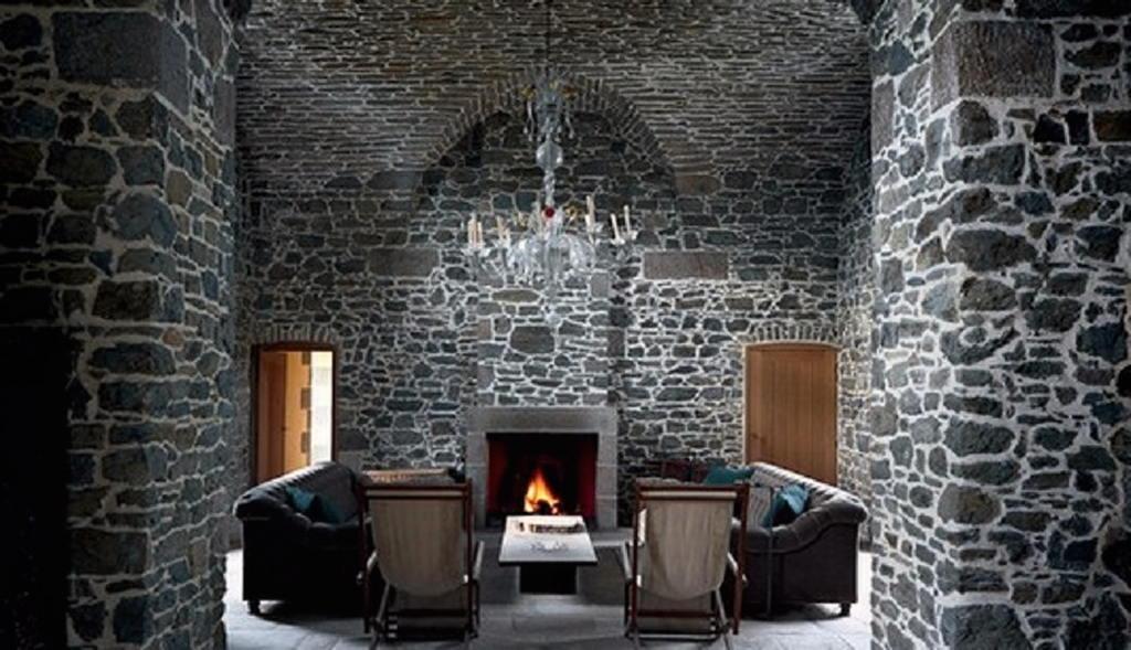 Тепло и уют — камин в интерьере квартиры и дома 61