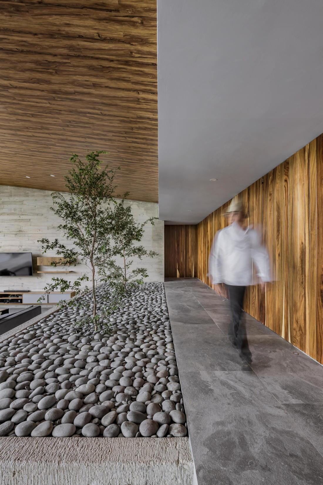 Дом у озера от студии FARQ Arquitectos 1
