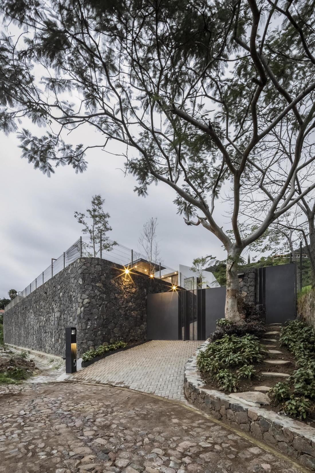 Дом у озера от студии FARQ Arquitectos 11