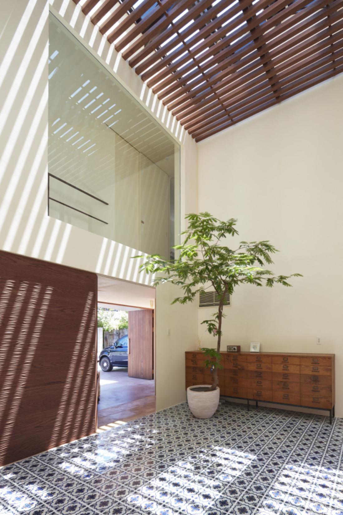 Дом в Хигасиосаке от ателье Fujiwaramuro Architects 15