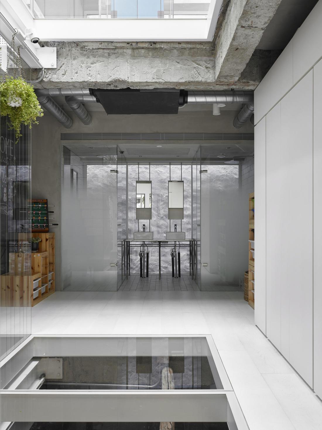 Дом в густонаселенном Тайбэе от студии KC Design Studio 18