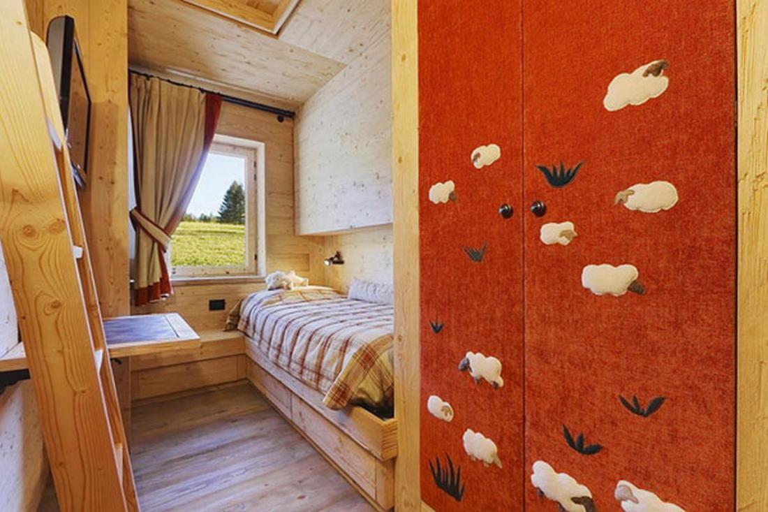 Деревянный интерьер дома по проекту Gianpaolo Zandegiacomo 010