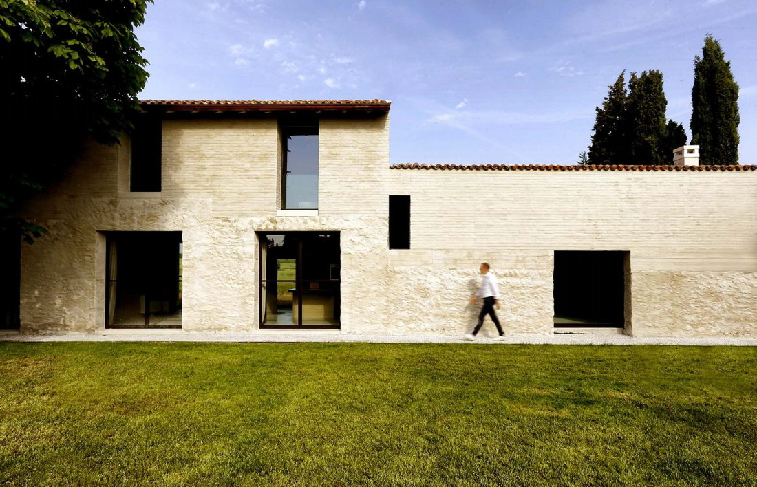 Реставрация виллы Brolo Saccomani в Италии от студии Bricolo Falsarella 1